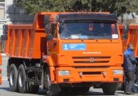 Самосвал КамАЗ-65115. Курган, площадь имени В.И. Ленина