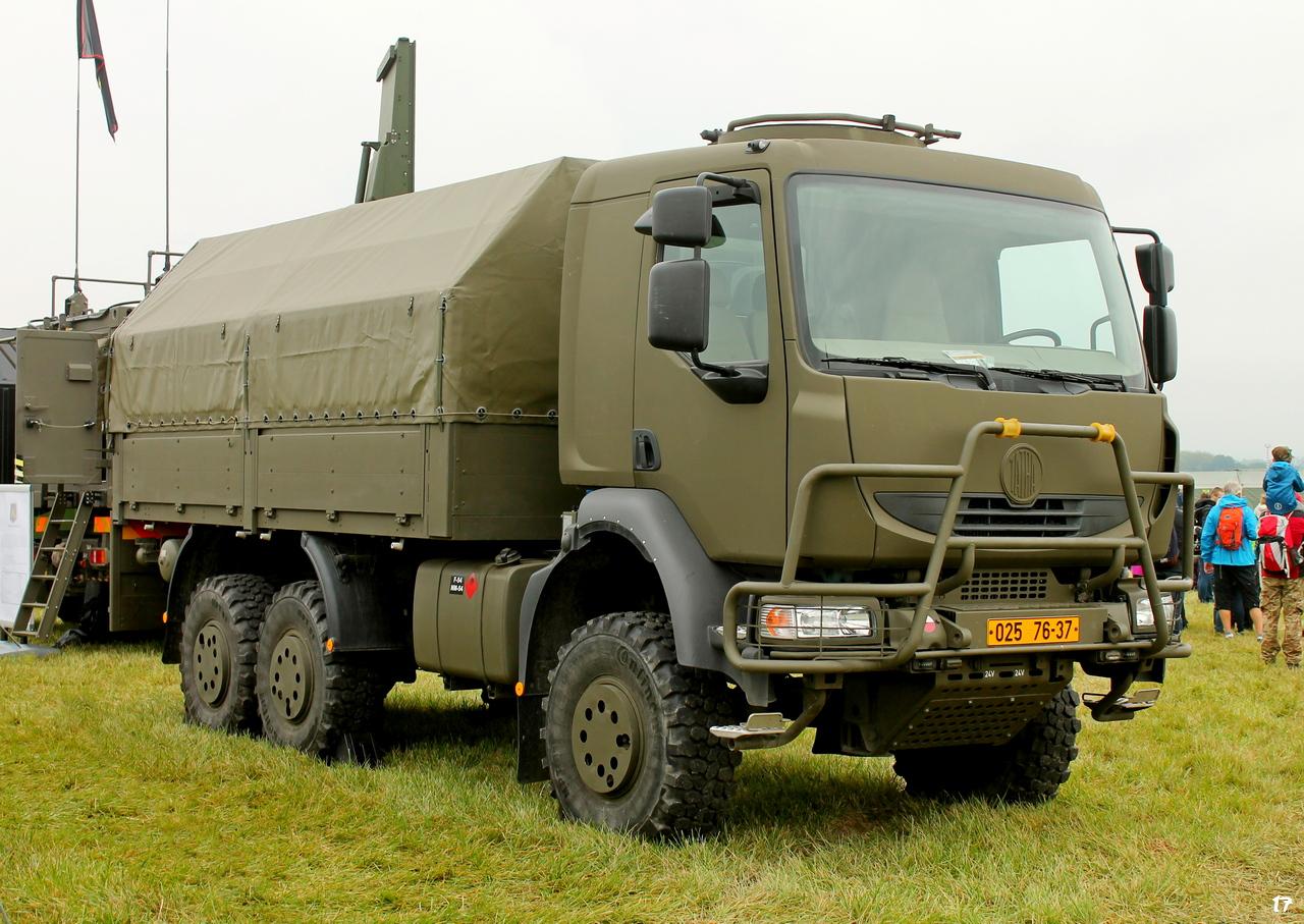 Бортовой грузовой автомобиль TATRA 810 вооруженных сил Чехии #02576-37. Lotnisko Leoše Janáčka, Острава, Чехия