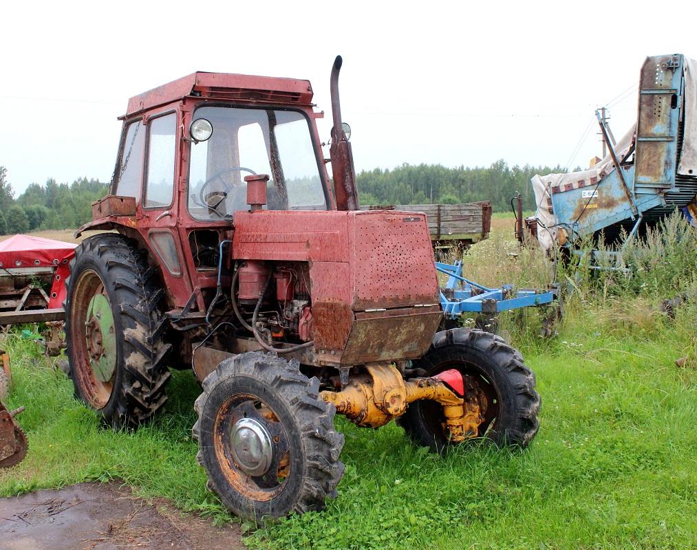 Трактор ЛТЗ-60А. Псковская область, Великолукский район, Нивы