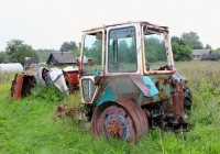 Трактор ЮМЗ-6КЛ. Псковская область, Великолукский район, Нивы