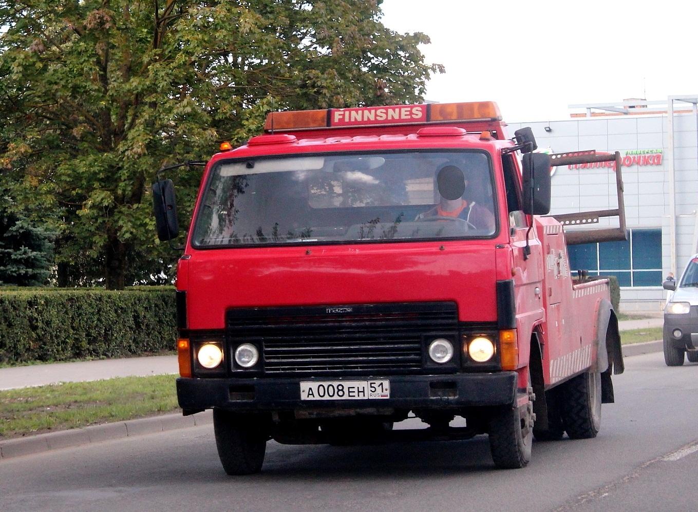 Эвакуатор на шасси Mazda T3000 #А 008 ЕН 51. Псков, улица Труда