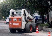 Фронтальный погрузчик Bobcat S330 #1999 ЕЕ 60. Псков, улица Льва Толстого