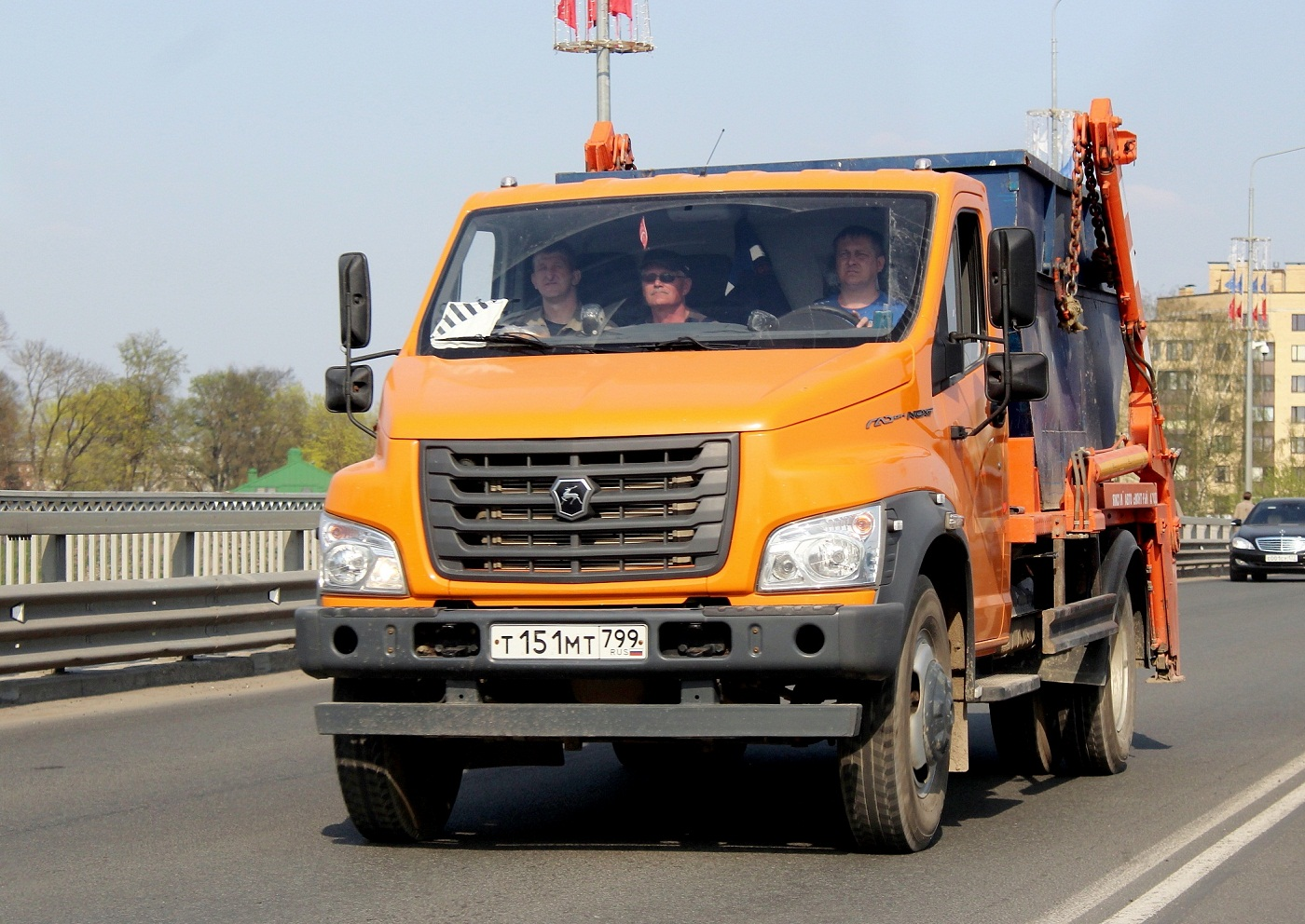 Бункеровоз МК-1412-13 на шасси ГАЗ-C41R13 #Т 151 МТ 799. Псков, мост имени 50-летия Октября