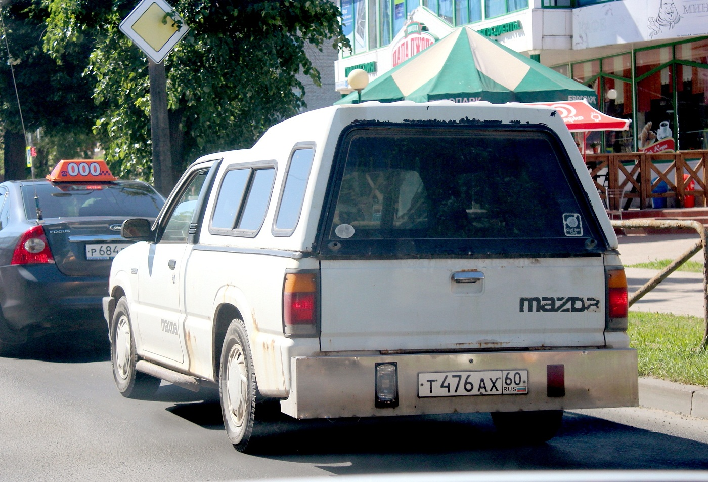 Пикап Mazda B2200 #Т 476 АХ 60. Псков, Рижский проспект