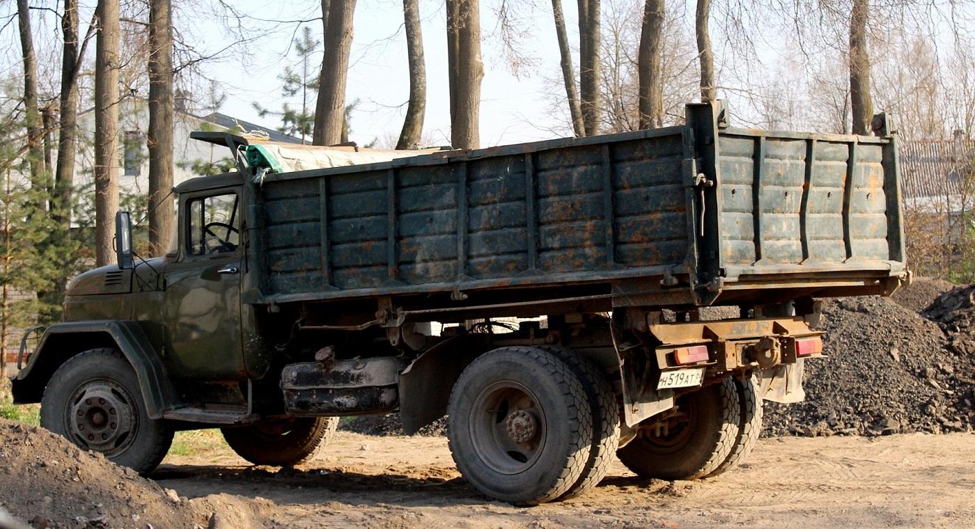 Самосвал ЗиЛ-ММЗ-554 на шасси ЗиЛ-130 #Н 519 АТ 60. Псков, улица Спегальского