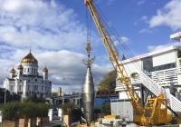 Крановая установка КС-2561К, используемая в качестве инсталляции . Московская область, г. Москва, Берсеневская набережная