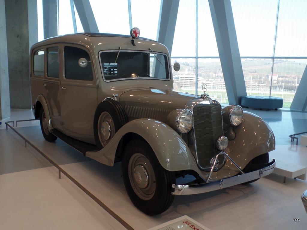 Медицинский автомобиль Mercedes-Benz 320 Krankenwagen, 1937 года. Германия, Штутгарт, музей Mercedes-Benz