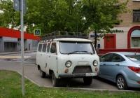 Пассажирский автомобиль УАЗ-2206 #М 409 АУ 150. Москва, улица Зои и Александра Космодемьянских
