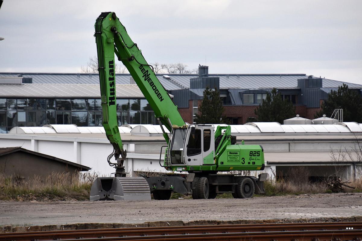 Колесный экскаватор Sennebogen 825. Германия, Бранденбург, Ораниенбург