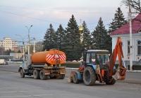 ЗиЛ-133Д42 #Т 870 ЕА и экскаватор Беларус-82.1 (МТЗ-82.1) с навесным погрузчиком #180 СВ. Приднестровье, Тирасполь, улица 25 Октября