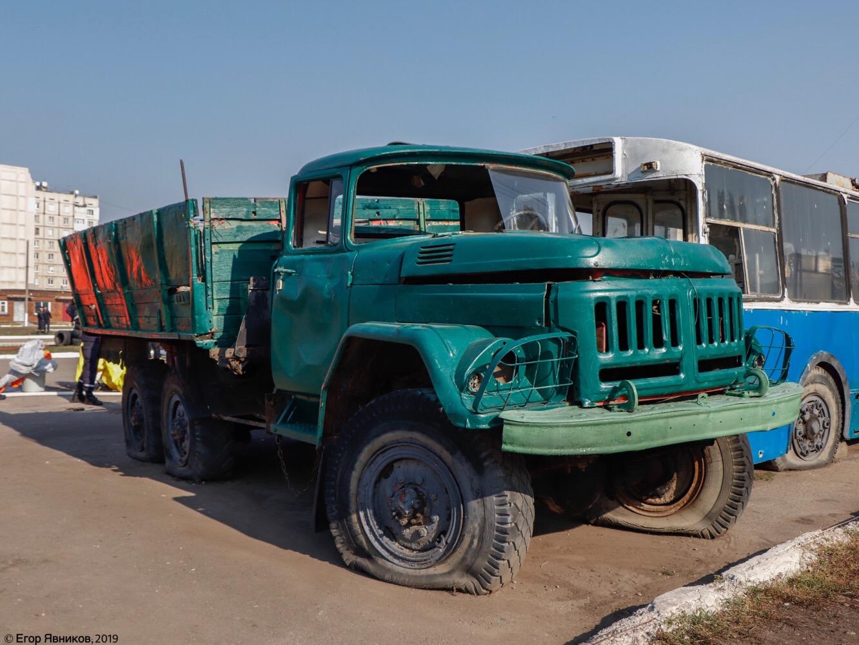 Бортовой грузовик ЗиЛ-131НА. Харьковская область, г. Харьков, улица Баварская
