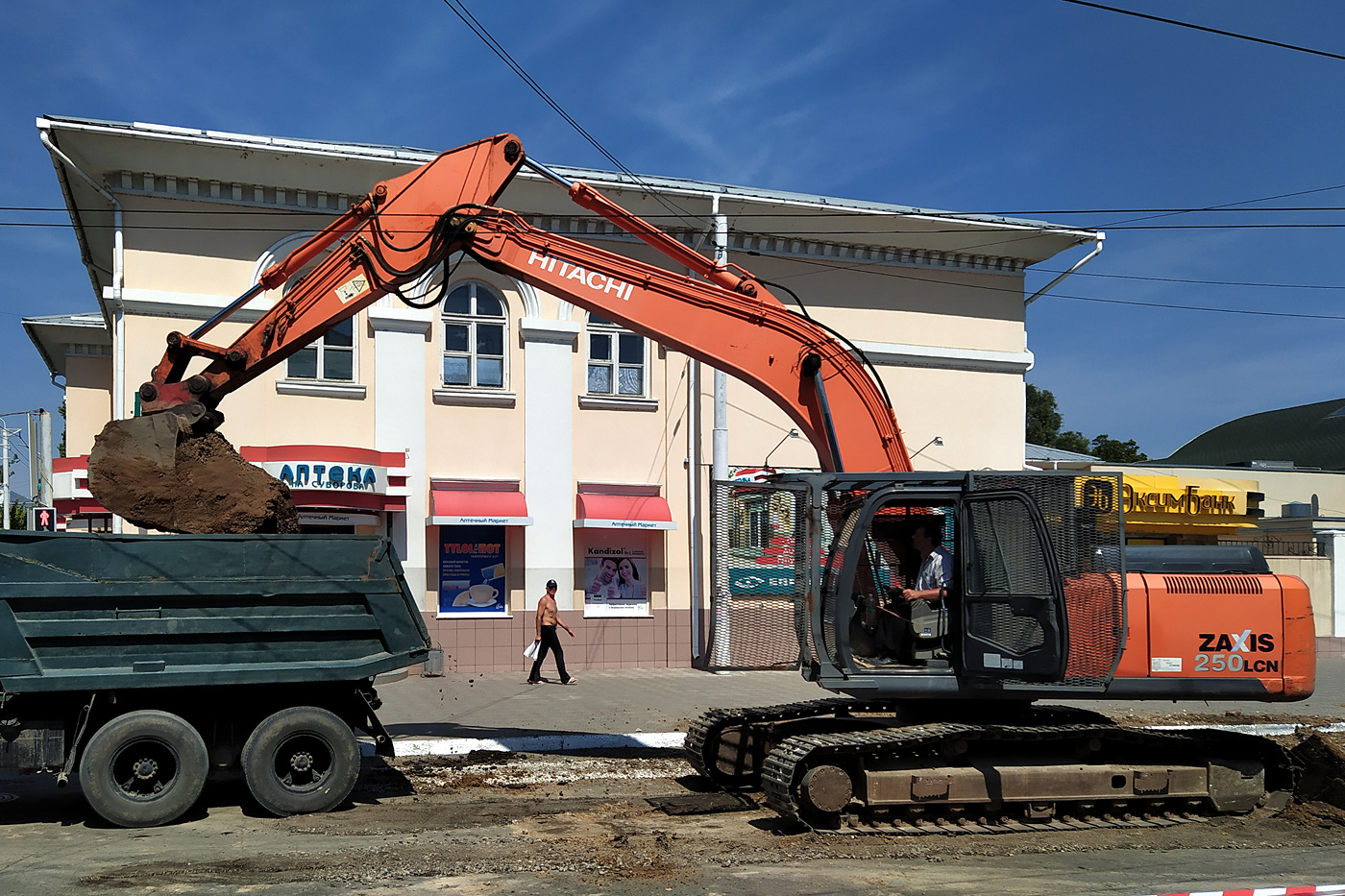 Экскаватор Hitachi Zaxis 250LCN. Приднестровье, Бендеры, улица Сергея Лазо