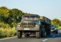 Седельный тягач ЗиЛ-131НВ, #ВМ 8410 АР с полуприцепом ОдАЗ-9357. Сумская область, автодорога Р-46
