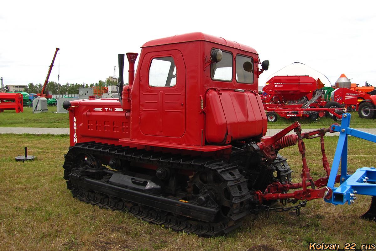 Трактор Т-4. Алтайский край, Павловский район, в окрестностях посёлка Прутской