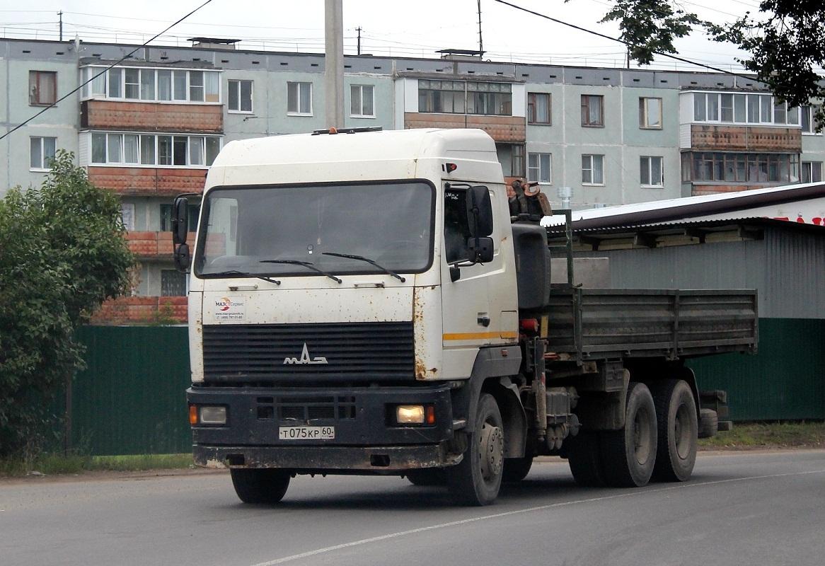 Бортовой грузовик с КМУ Нефтемаш на шасси МАЗ-6312 #Т 075 КР 60. Псков, улица Советской Армии