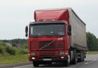 Седельный тягач Volvo F12 #А 743 ВВ 60. Псковская область, трасса Р-23