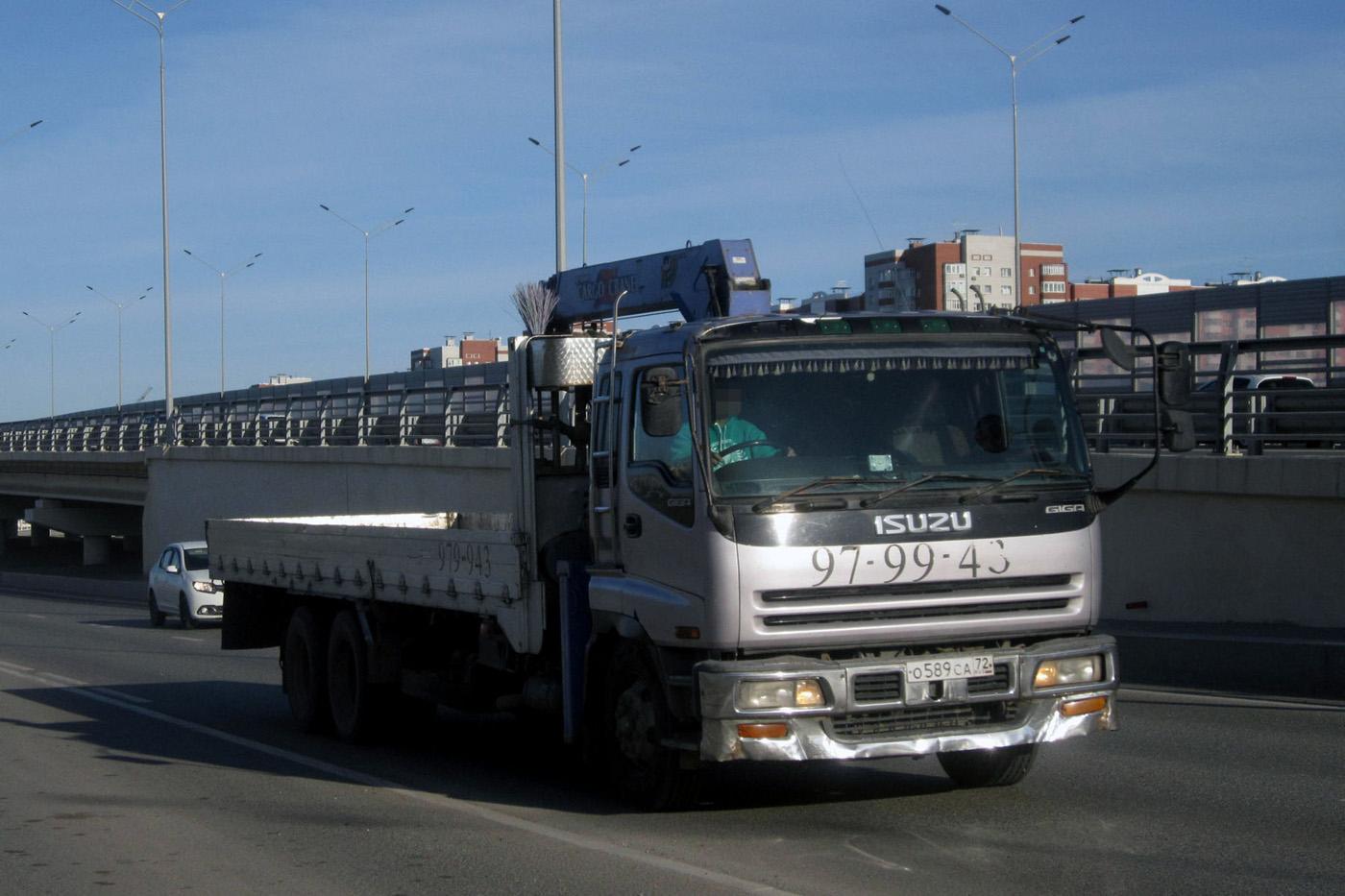 Бортовой грузовой автомобиль с КМУ Isuzu Giga #О 589 СА 72. Тюмень, улица Федюнинского