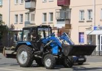 Коммунальная машина с навесным оборудованием на базе трактора  Беларус-82.1 (МТЗ-82.1). Курган, улица Коли Мяготина