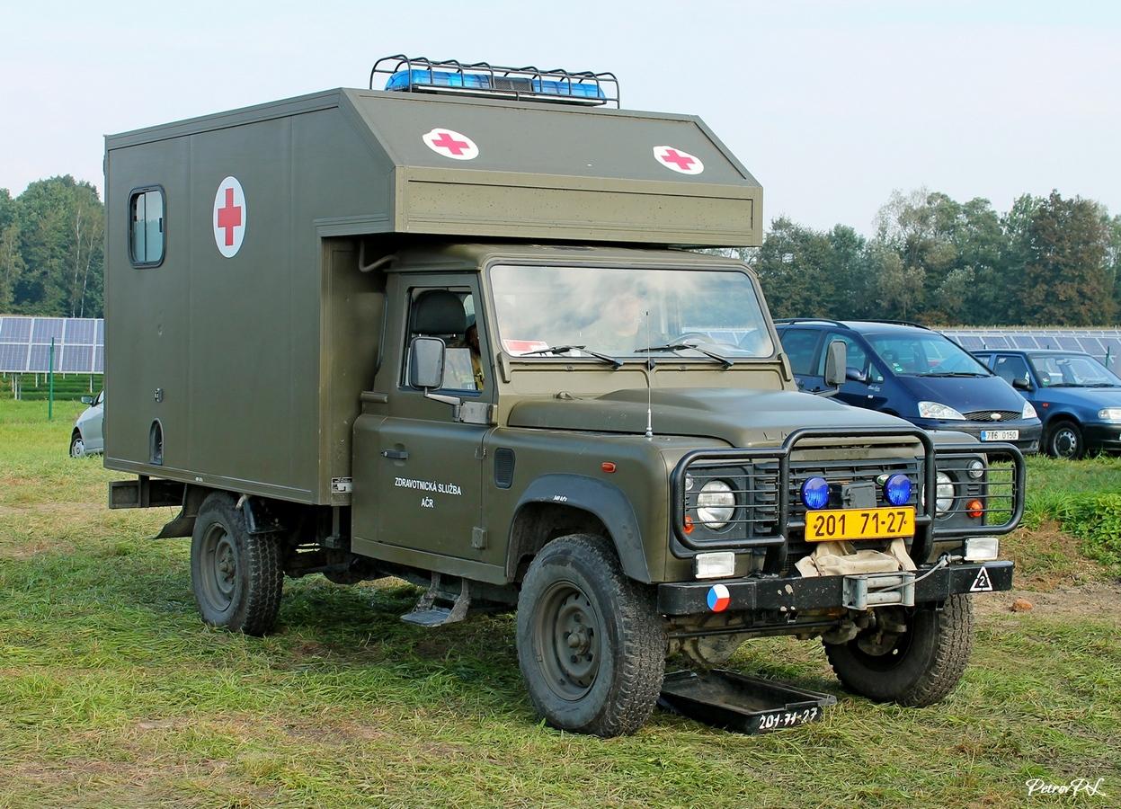 Военный санитарный автомобиль на базе Land Rover Defender. Lotnisko Leoše Janáčka, Острава, Чехия