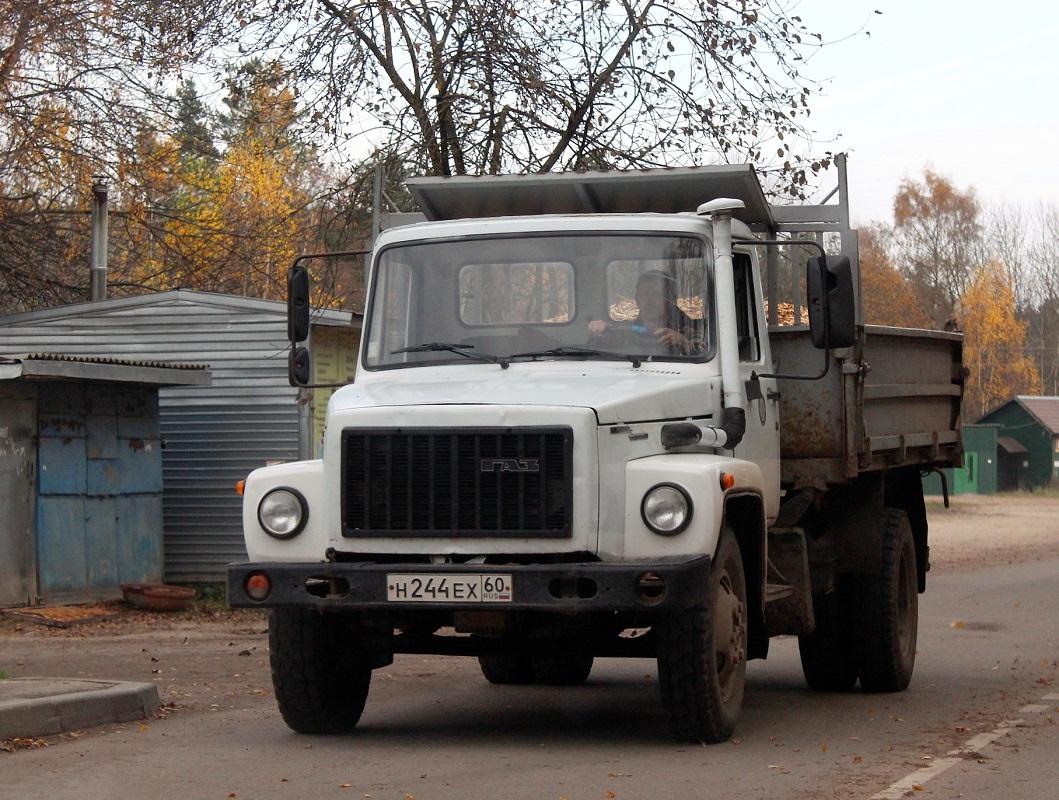 Самосвал ГАЗ-САЗ-35071 на шасси ГАЗ-3309 #Н 244 ЕХ 60. Псковская область, Пушкинские Горы