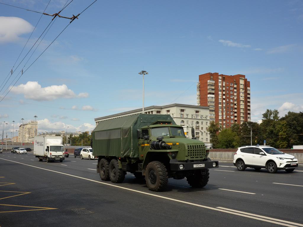 Грузовой автомобиль Урал-4320 Т 093 ММ 99 . Москва, Ленинградский проспект