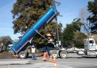 Самосвальный полуприцеп. East Palo Alto, California, USA