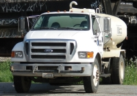"Автоцистерна на шасси ""Ford"" F-750. Menlo Park, California, USA"