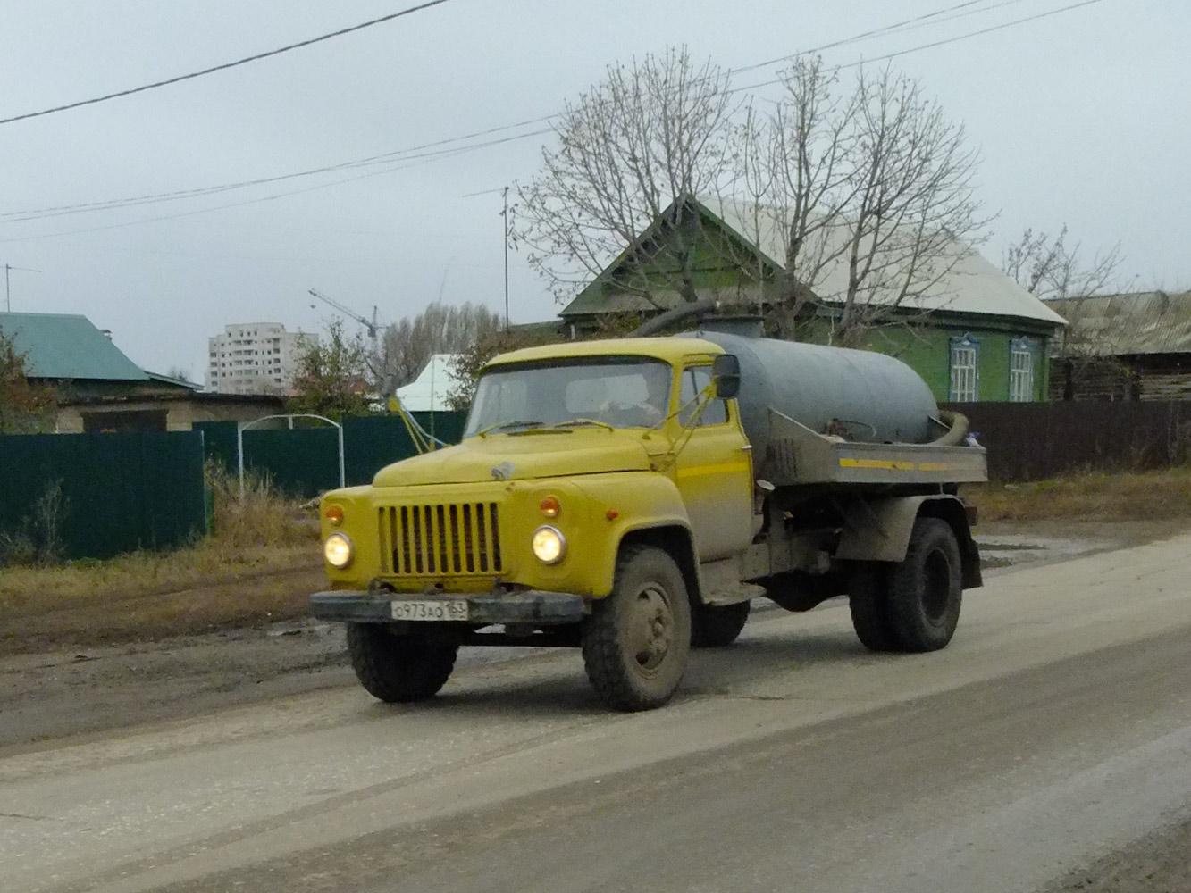 Ассенизатор на базе ГАЗ-53 №О 973 АО 163. Самарская область, Кинель, улица 50 лет Октября