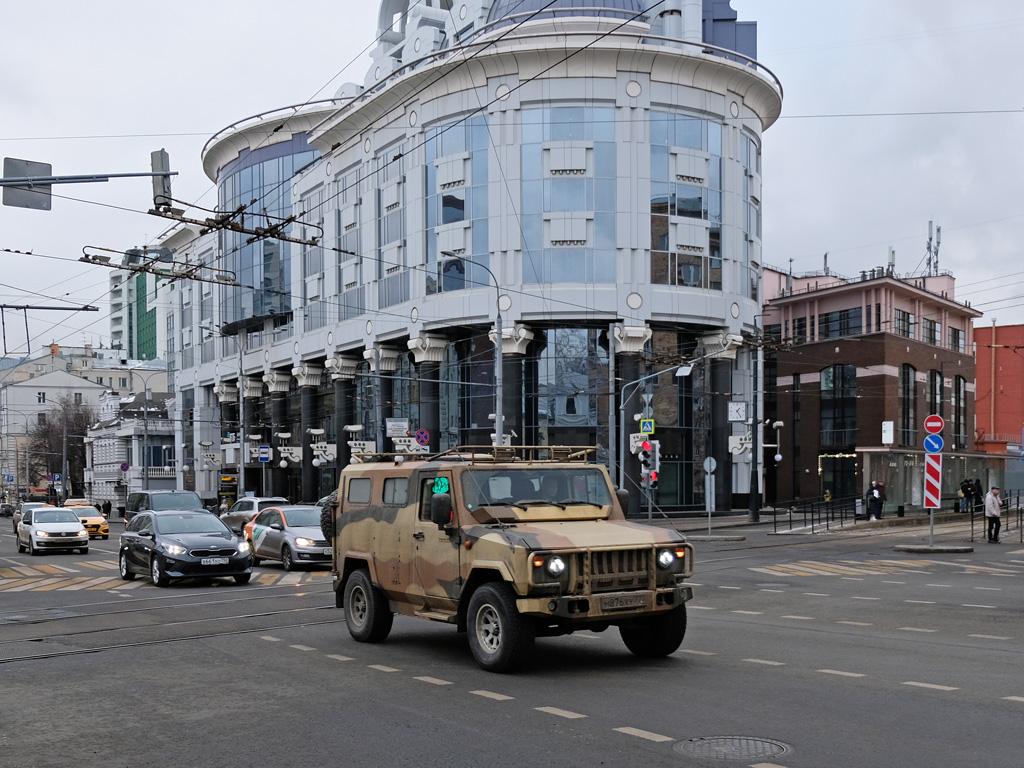 Бронированный автомобиль № М 876 ХУ 777 . Москва, Новослободская улица