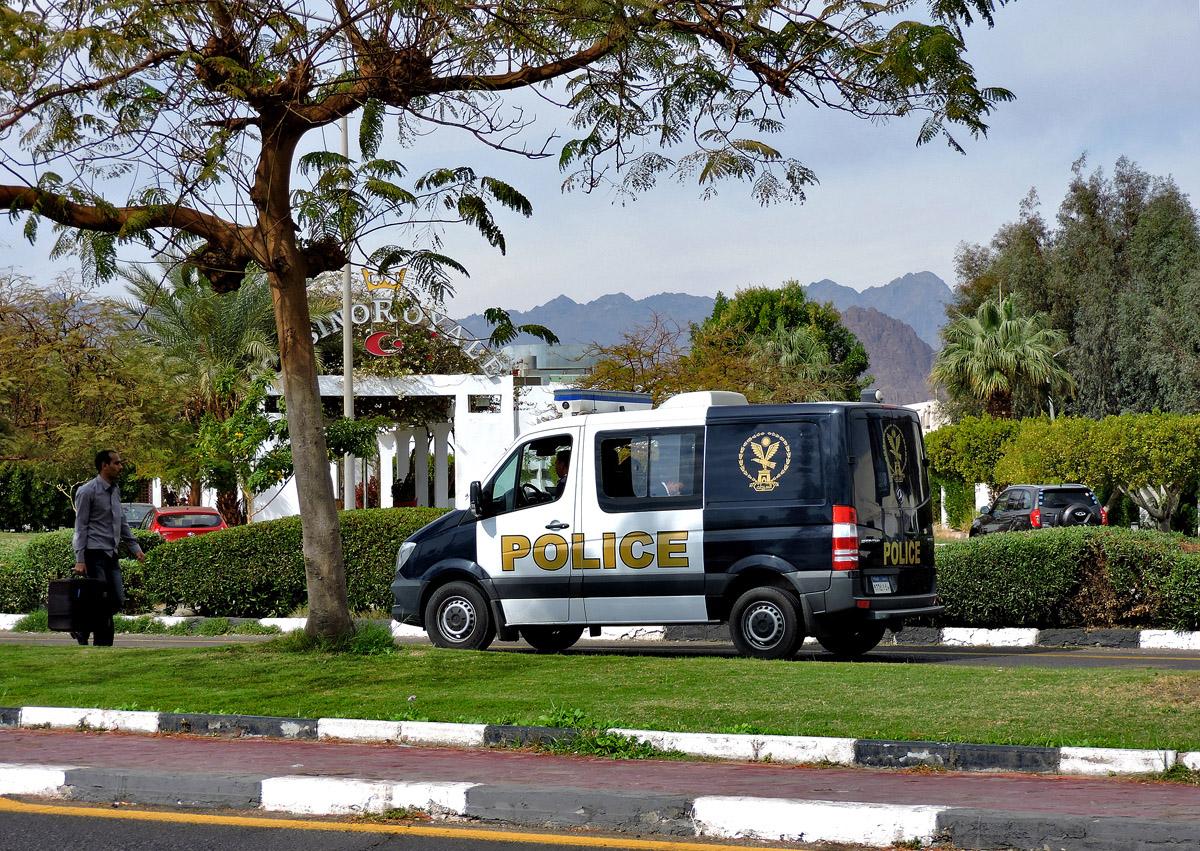 Полицейский автомобиль Mercedes-Benz Sprinter. Египет, South Sinai Governorate, Qesm Sharm Ash Sheikh, El Salam Road