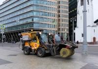 Подметально-уборочные машины, на переднем плане Wille 455B № 6096 . Москва, улица Бутырский Вал