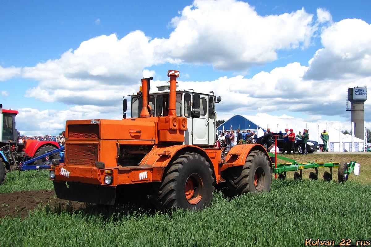 Трактор К-701 «Кировец». Алтайский край, Павловский район, в окрестностях посёлка Прутской