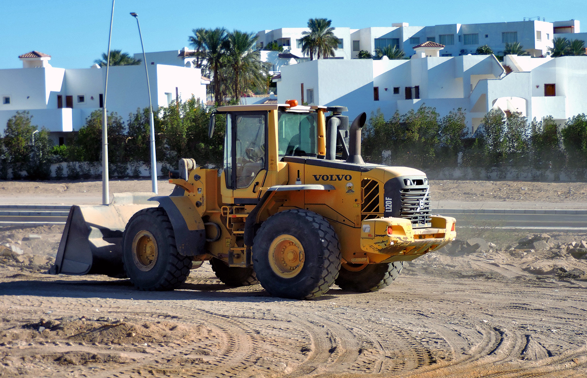 Фронтальный погрузчик Volvo L120F. Египет, South Sinai Governorate, Qesm Sharm Ash Sheikh, Al Nur