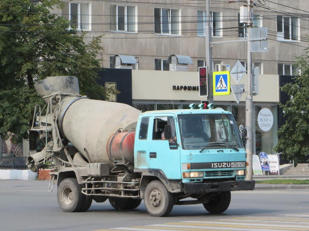 Бетоносмеситель Isuzu Forward #А 536 ТВ 102.  Курган, улица Куйбышева