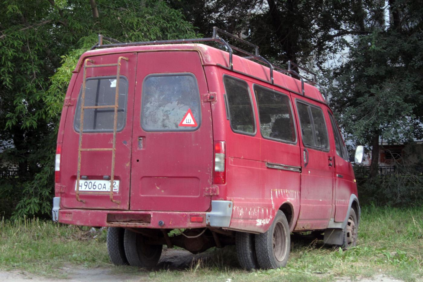 Микроавтобус ГАЗ-322100 #Н 906 ОА 72. Тюмень, Безымянная улица
