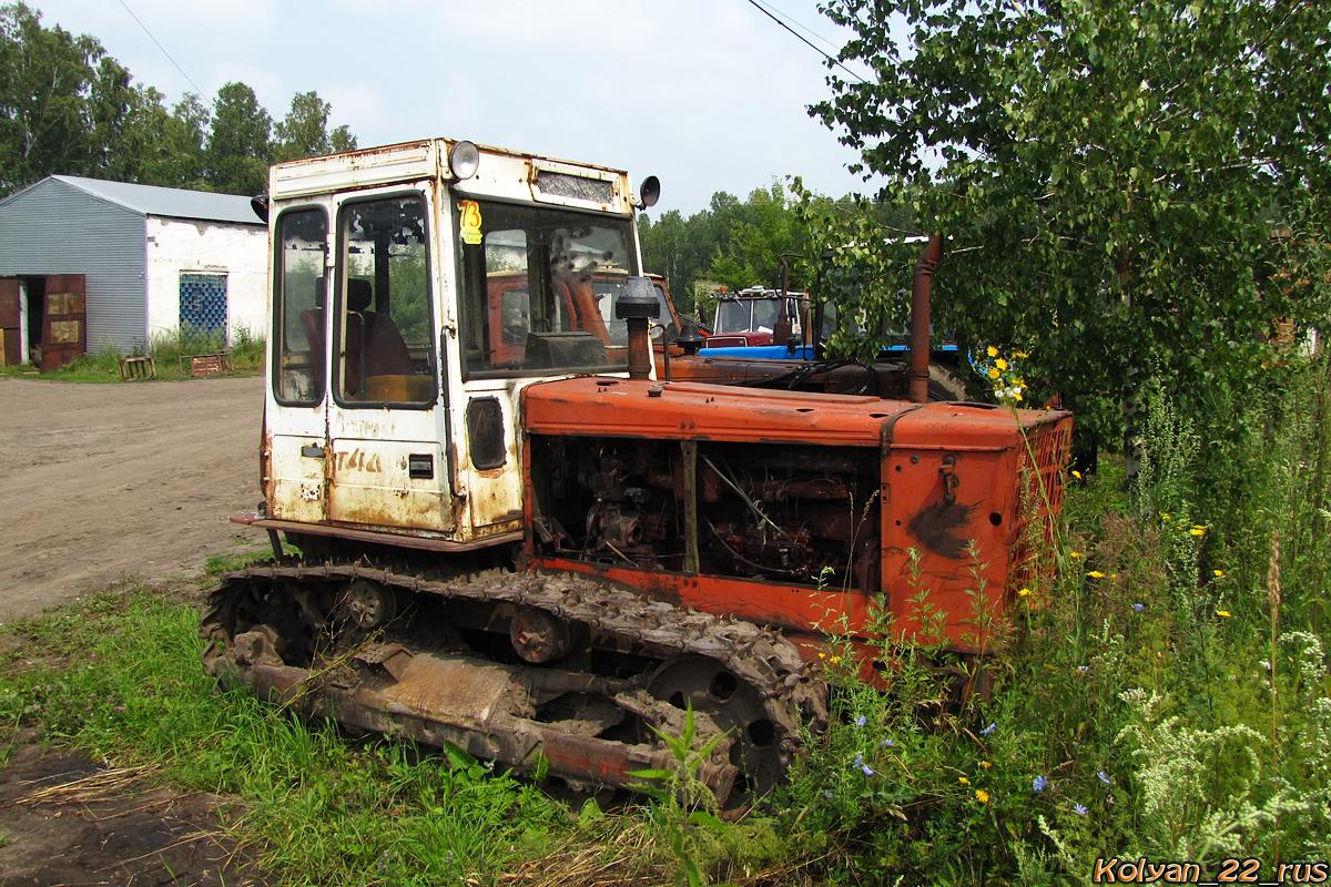 Трактор Т-4А. Алтайский край, Косихинский район, Плотниково