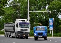 Седельный тягач MAN #Т 778 ЕС и бортовой грузовик ГАЗ-3307 #С 108 ВС. Приднестровье, Бендеры, улица Суворова