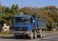 Самосвал на шасси Mercedes-Bens Actros, К 737 ТО 82. Крым, Евпатория, улица 2-й Гвардейской Армии