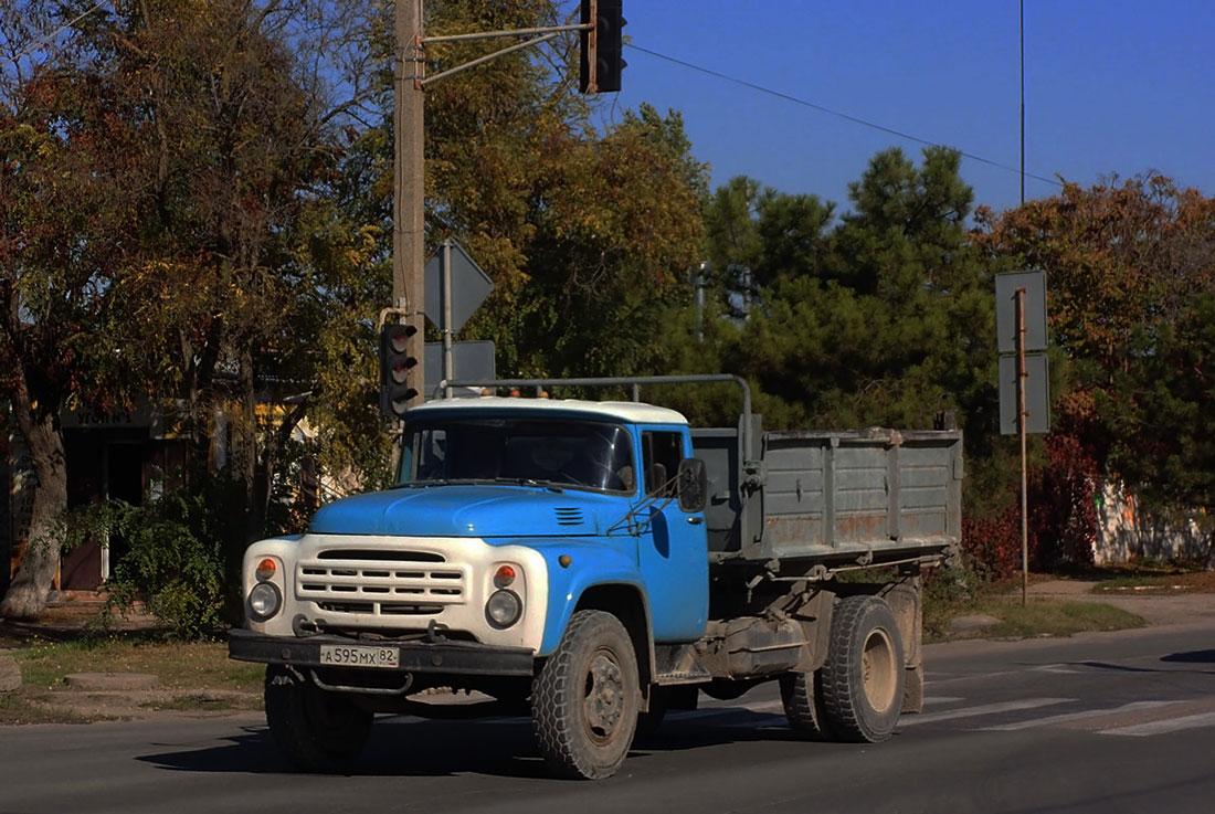 Самосвал на шасси ЗиЛ-495710, А 595 МХ 82. Крым, Евпатория, улица 2-й Гвардейской Армии