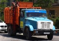 Мусоровоз на шасси ЗиЛ-433362, А 790 ОК 82. Крым, Евпатория, улица Токарева