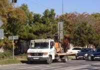 Эвакуатор на шасси Mercedes-Benz Vario, В 321 ОО 82. Крым, Евпатория, улица 2-й Гвардейской Армии