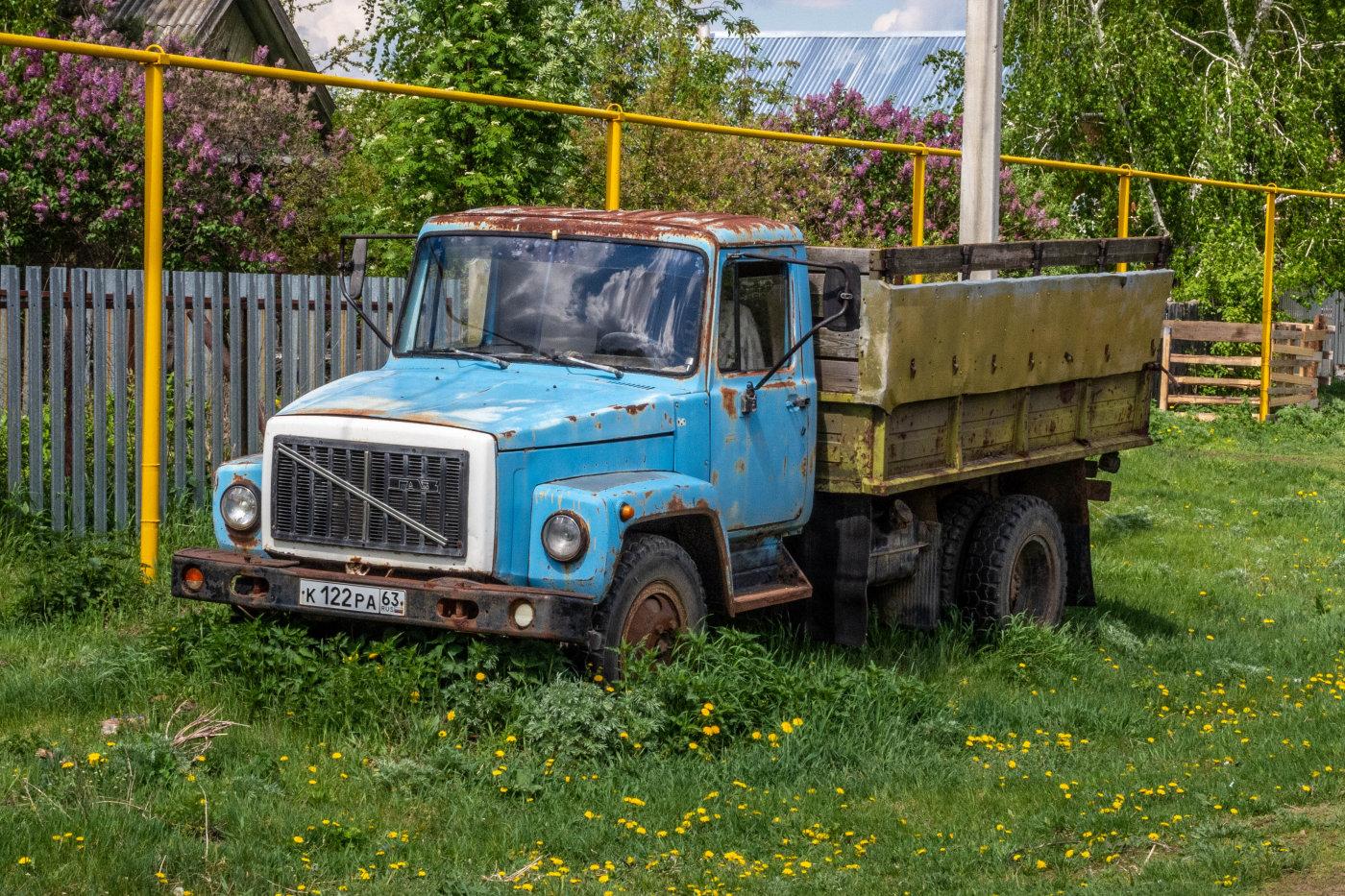 грузовой автомобиль ГАЗ-3303 #К122РА63. Самарская обл., с. Рождествено, ул. Фокина