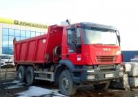 Самосвал Iveco Trakker 380 #В 187 ХО 98. Псков, Гаражный проезд