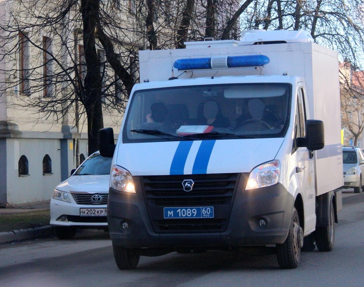 Автозак на шасси ГАЗель-Next #М 1089 60. Псков, улица Карла Маркса