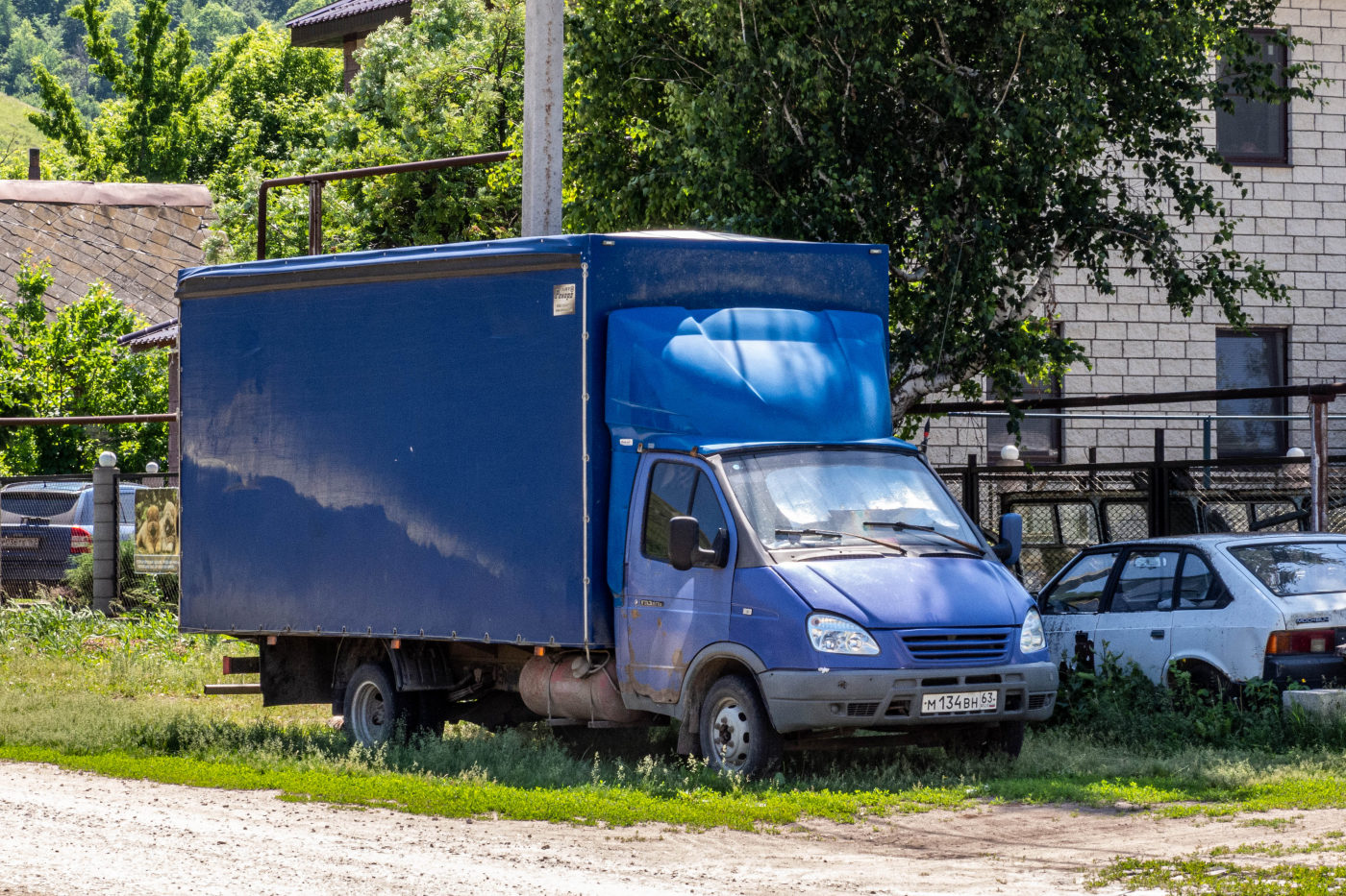 фургон на шасси ГАЗ-330202-288 #М134ВН63. Самарская область, с. Ширяево, ул. Самарская