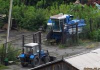 Комбайн Енисей и трактор Беларус-82. Алтайский край, Камень-на-Оби, улица Кондратюка