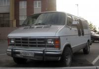 Фургон Dodge Ram #А 140 РР 134. Тюмень, улица Мельникайте