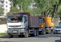 самосвал Renault Kerax #Е717ХЕ77. г. Самара, ул. Чкалова