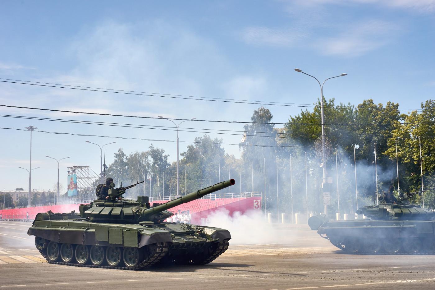 танк Т-90 парадного расчета. г. Самара, ул. Вилоновская