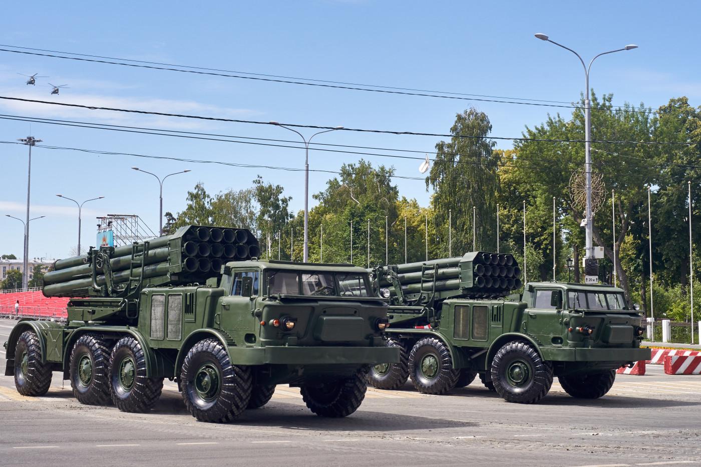 установка залпового огня РСЗО 9К57 «Ураган» парадного расчета. г. Самара, ул. Вилоновская